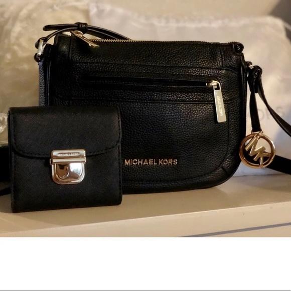Michael Kors Handbags - ‼️FLASH SALE‼️AUTHENTIC Michael Kors Crossbody Bag